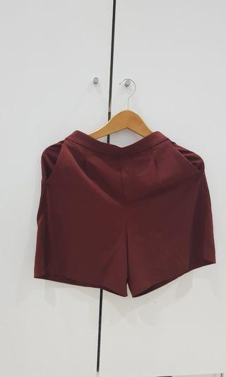 Uniqlo maroon shorts
