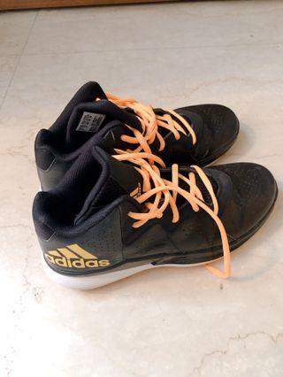 Adidas 女生籃球鞋