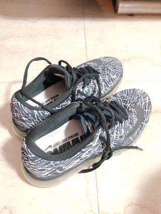 Nike 氣墊運動鞋