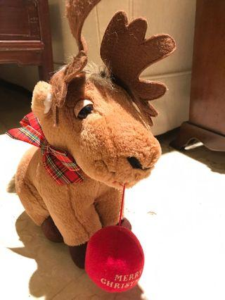 Boneka Moose untuk natal