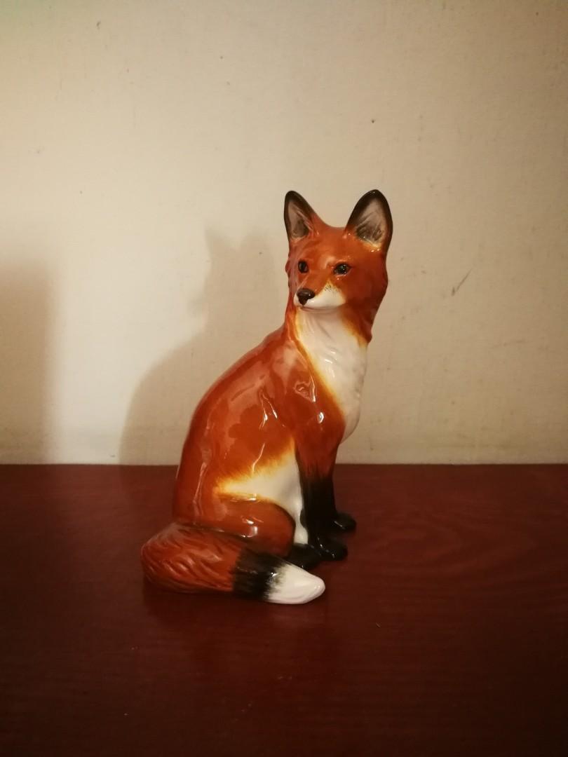 Beswick Sitting Fox Figurine//Ornament