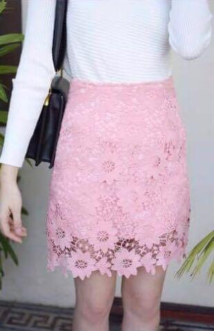 LACE PENCIL SKIRT IN MAUVE PINK
