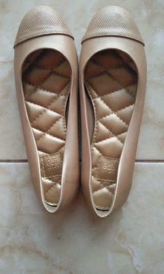 Tututoe Flat shoes