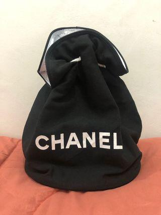 chanel backpack authentic VIP counter gift 35x27cm bag only.