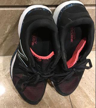 8成新new balence7號慢跑鞋