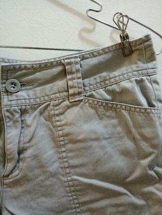薄荷灰綠捲邊短褲