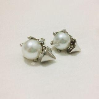 White Faux Pearl with Spike details (silver)