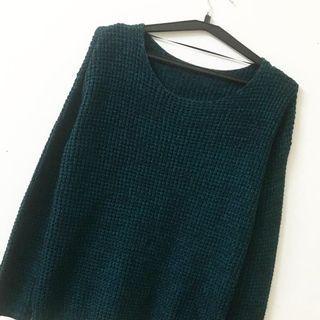 Knitted dark green