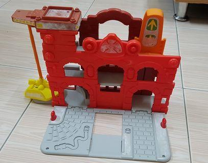 Fire station - playskool