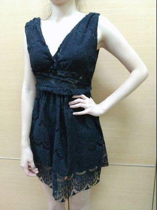 黑色蕾絲短洋裝