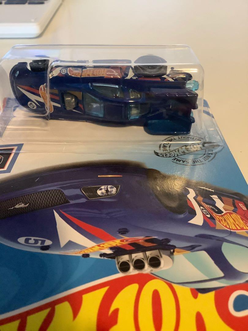Hot wheels 2018 Ford Mustang stock car collectible diecast car