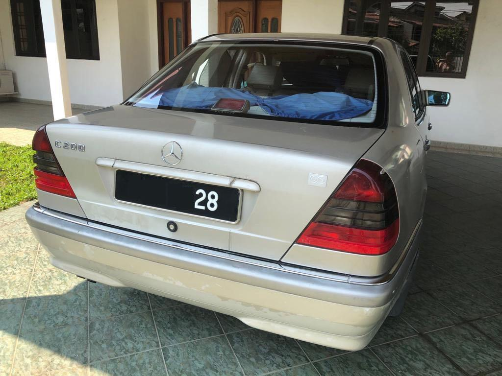 Mercedes C200 Elegance Auto local Cycle & Carriage model (1998 Make)