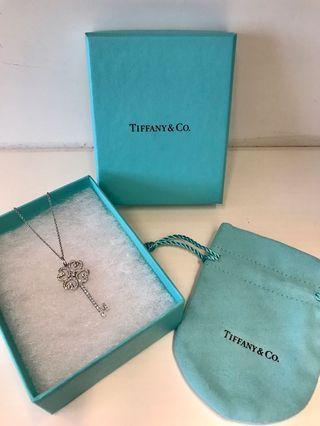 Tiffany&co diamond necklace quarta heart key pendant
