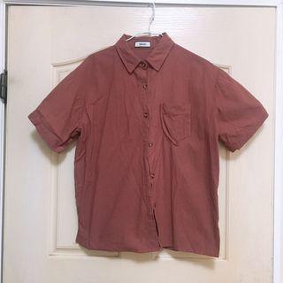 暗紅色襯衫