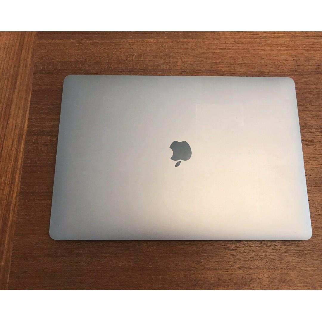Apple 15.4 MacBook Pro with touch Bar & Magic Mouse