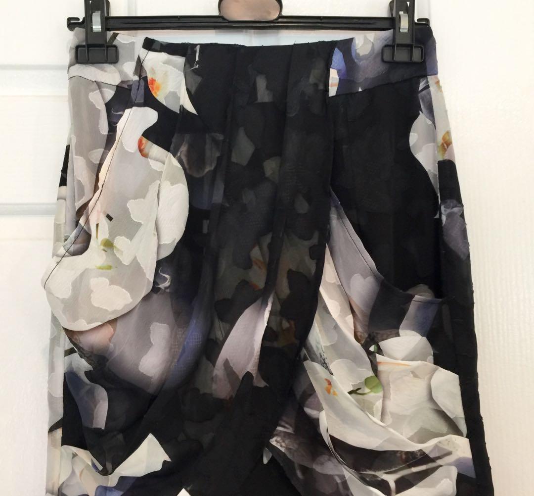 Cooper St short skirt size 8 drape black white blue