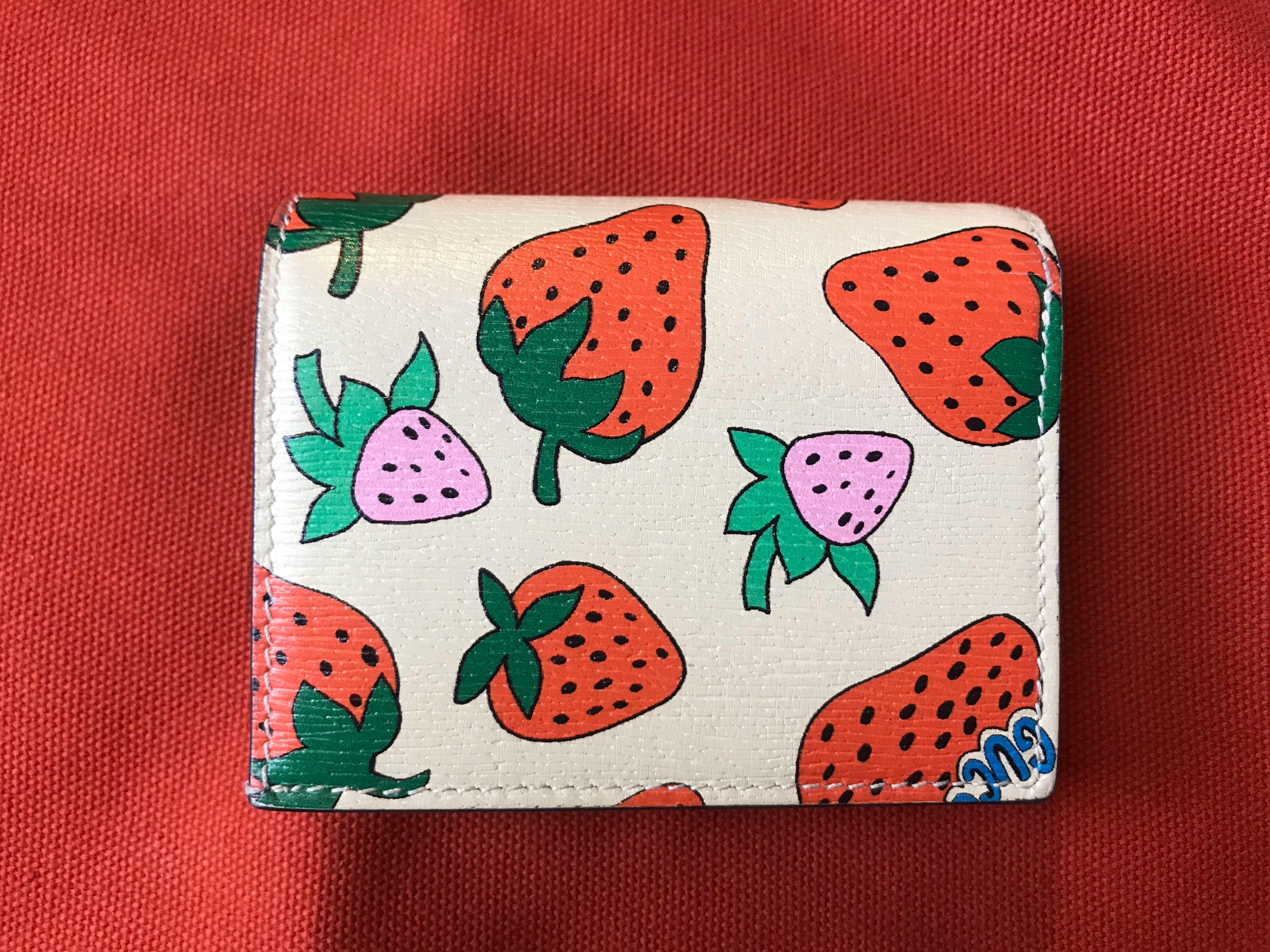 Gucci Strawberry Print Zumi compact wallet limited edition