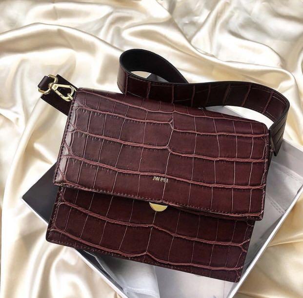 JW PEI mini flap bag review: Capacity
