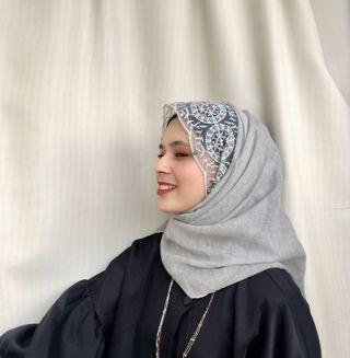 PROMO‼️‼️ New💯 Bell Pearl Colourful Lace Shawl in Grey Colour
