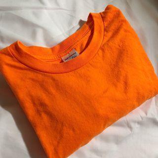 亮橘色短t