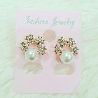 385 - Pearl Earrings