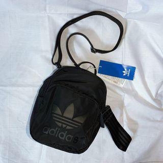 全新正品附吊牌 Adidas Originals 後背包 小包包 多夾層 dv0212