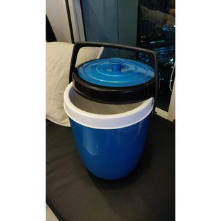 Plastic ice-bucket/cool-box! 20 litres. Keep rice hot, drinks cold!
