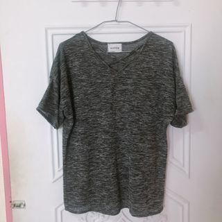 麻灰色交叉V領t恤