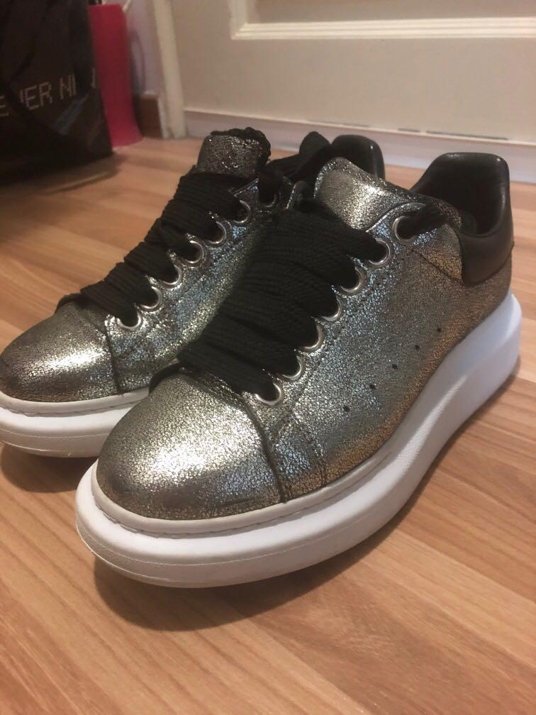 Alexander McQueen classic shoes for woman