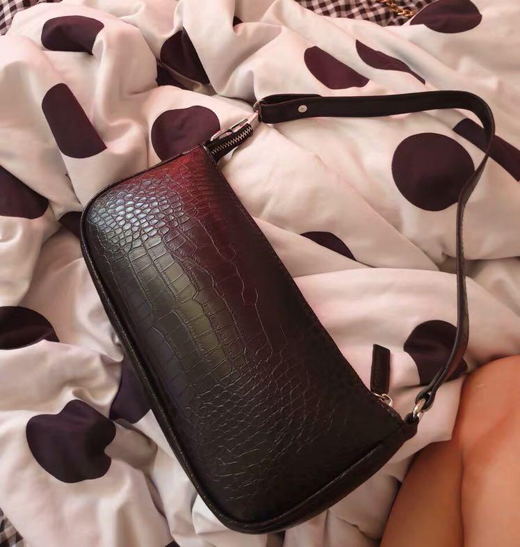 Croc vintage shoulder bag (black)