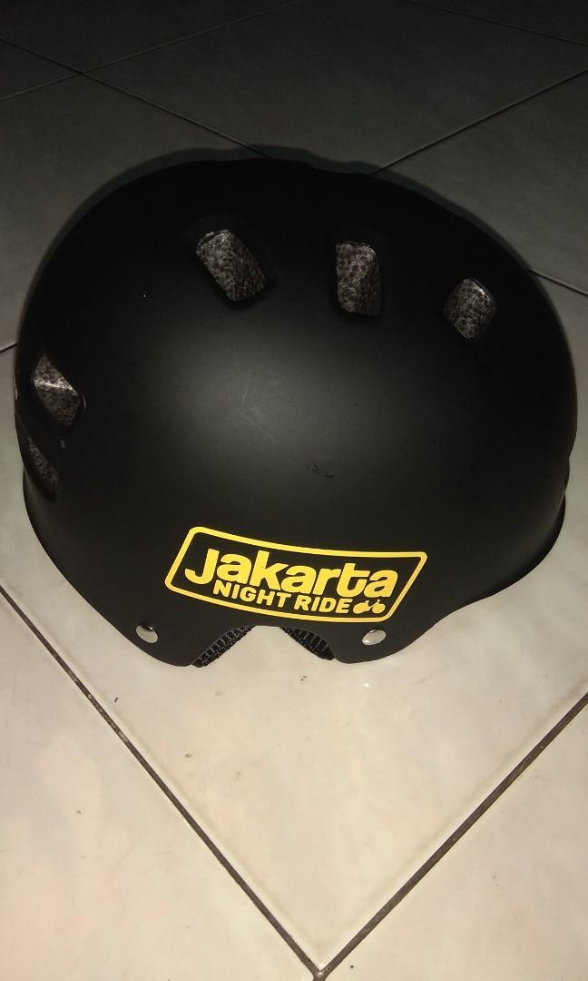 Helm sepeda merk GENIO (BARTER)