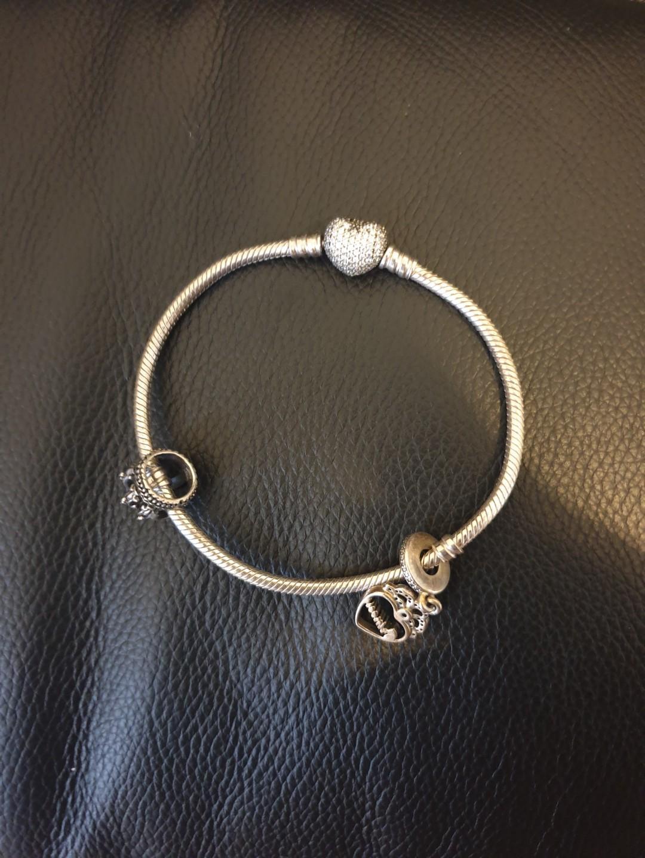 Pandora Braclet + 2 charms