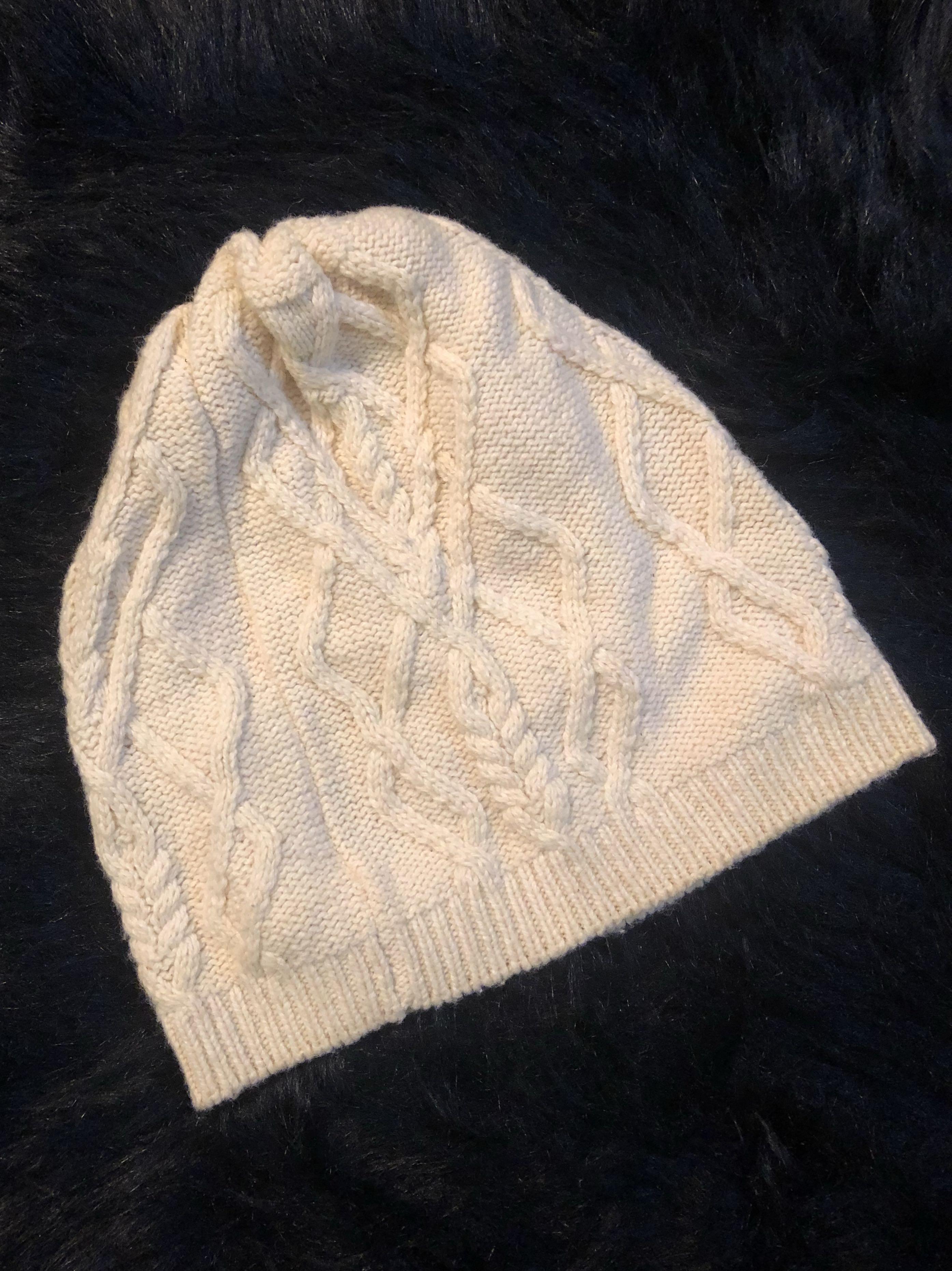 White Beige Knitted Beanie Hat// 米白色冷帽