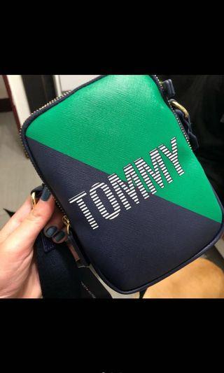 喜歡可議Tommy 雙層側背包/側背小包-免運全新