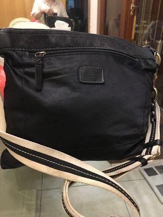 Coach 鑲麂皮緞面側背包