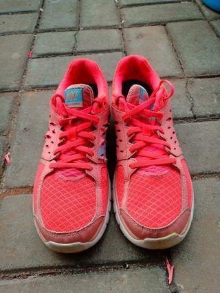 Sepatu Nike Orange Size 39