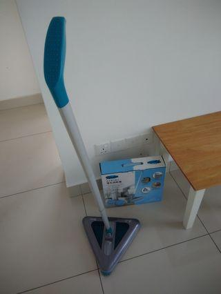 Triangle chargeable vacuum