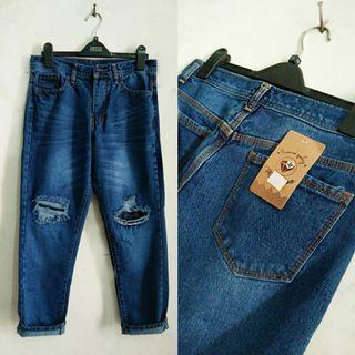 Ripped jeans cewek