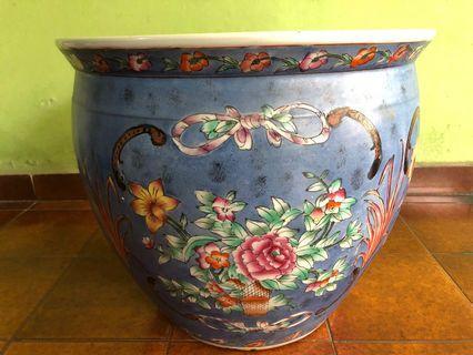 Pot biru muda antik motif bunga