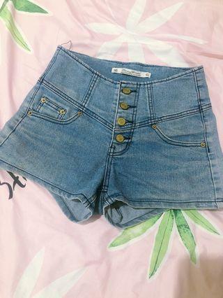 高腰修身牛仔短褲 #五折出清女裝
