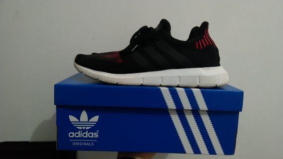 Sneaker Adidas Swift Run - Men - Size 44 2/3 (US 10.5/UK 10)