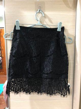 黑色蕾絲短裙