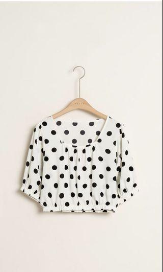 Pazzo 小法國珍珠泡芙點點微澎袖上衣 此款版型適中