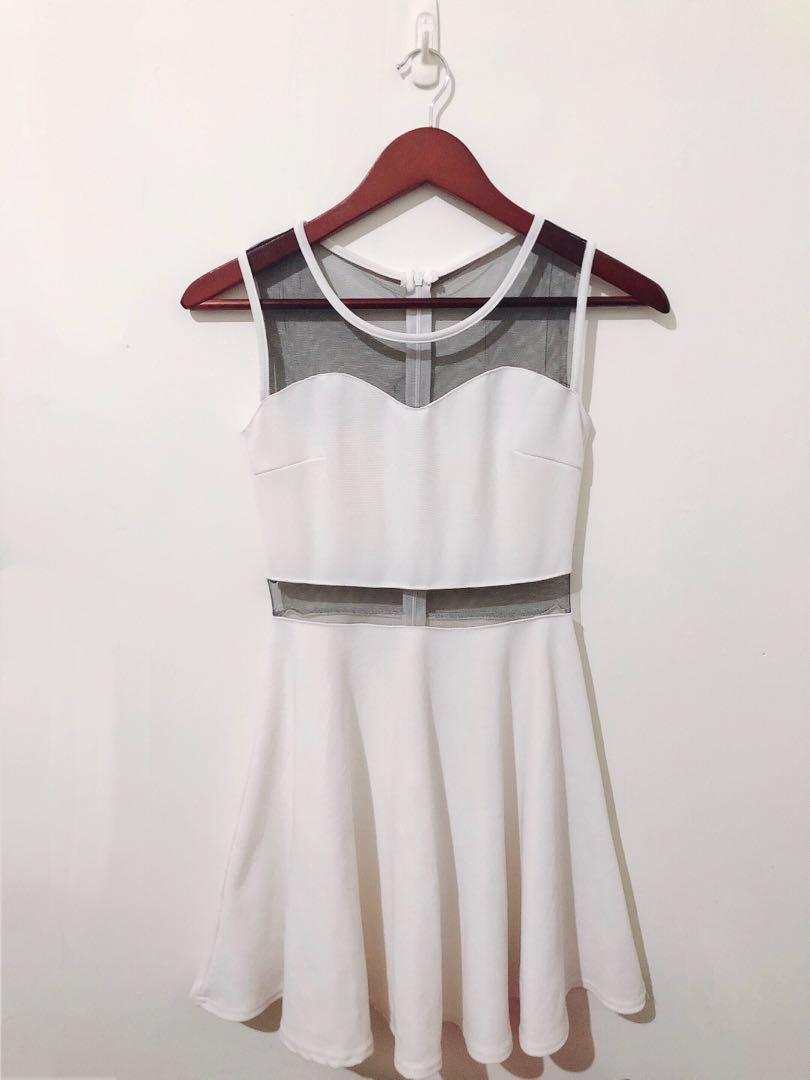 白色透膚性感連身裙
