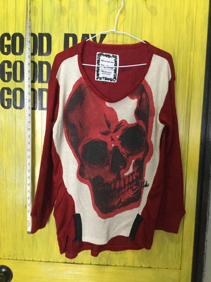 二手衣-紅色針織毛衣 -大圓領、骷髏、拉鍊、前短後長
