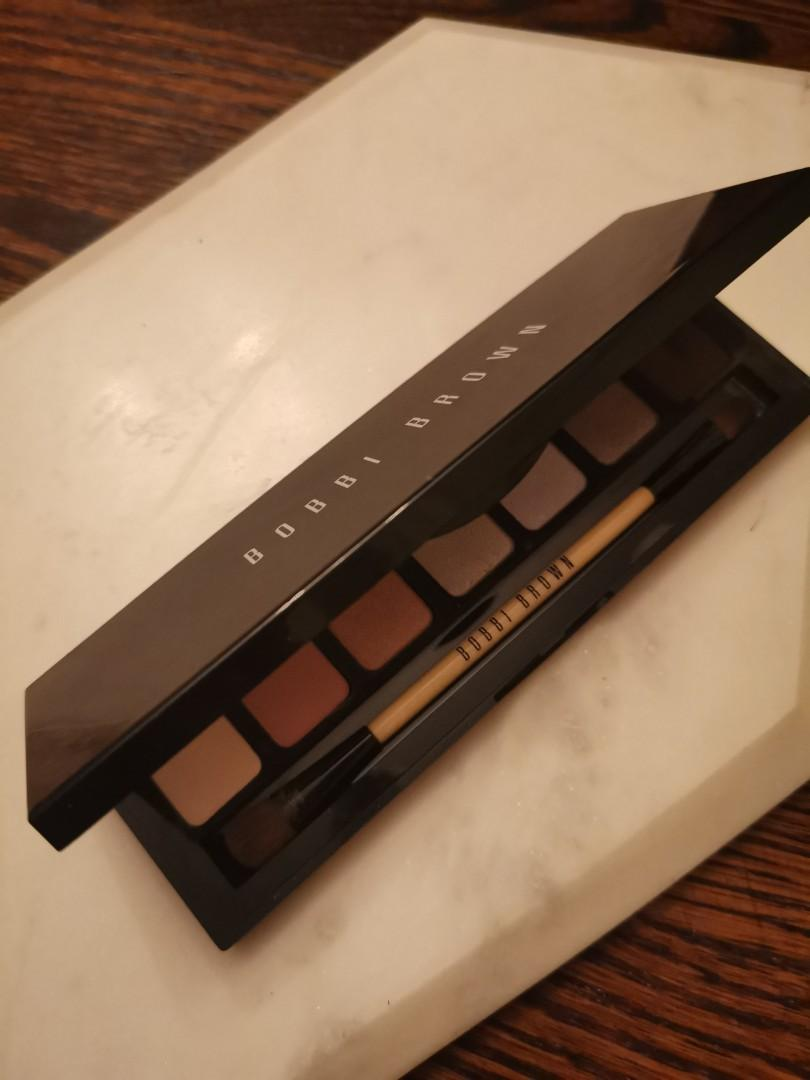 Bobbi Brown pastel eye shadow Platte with brush included