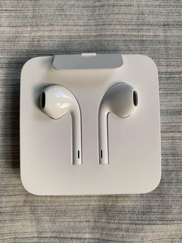 BRAND NEW iPhone earbuds lightening cable