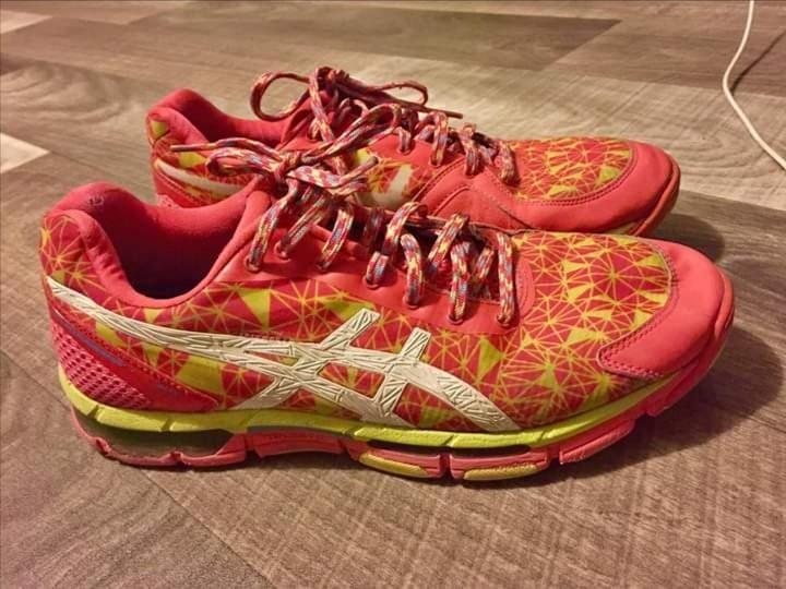 Size 10 women's ASICS sport shoes