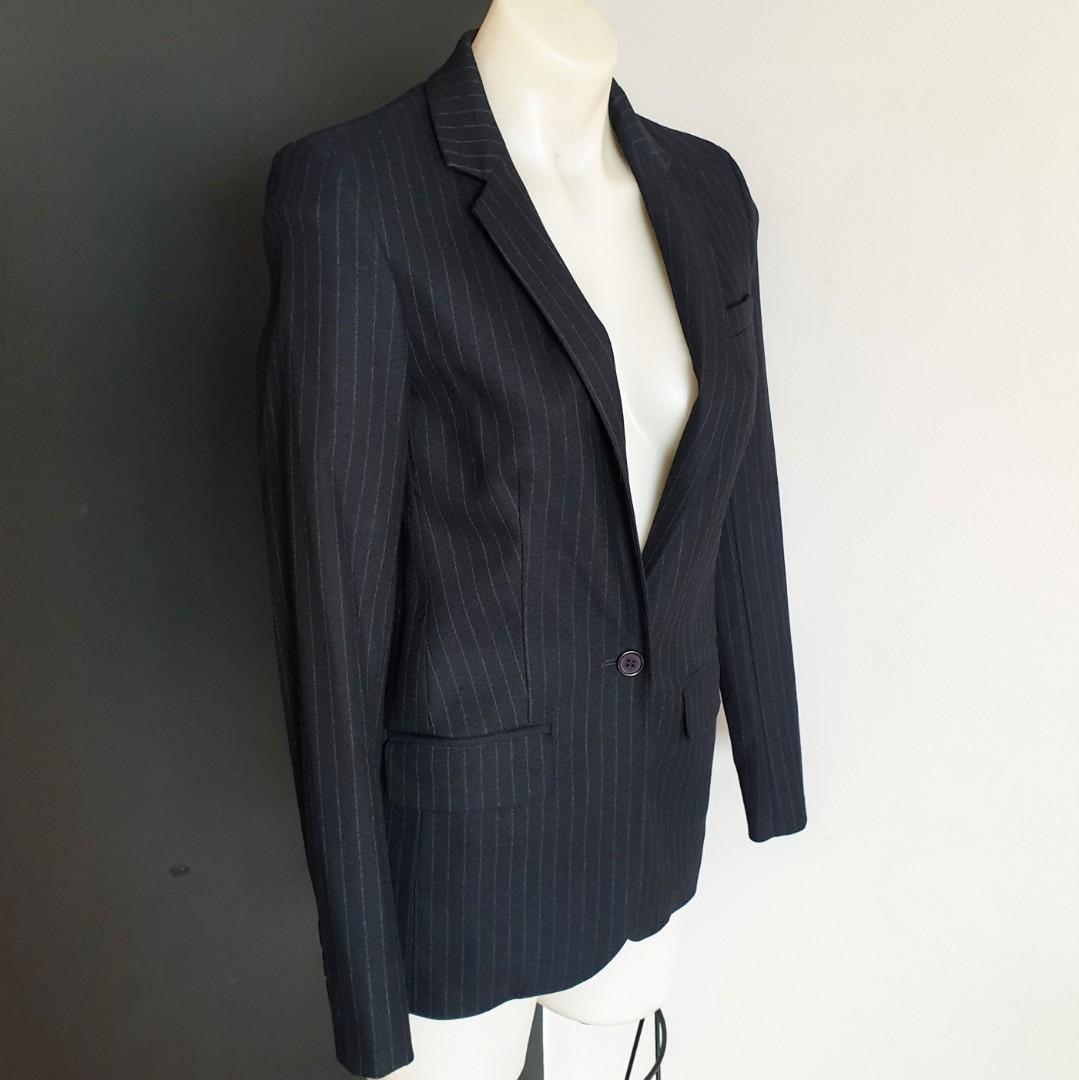 Women's size 6 'WITCHERY' Gorgeous black pinstripe suit jacket - AS NEW