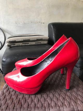 Urban&Co Bright Red Heels